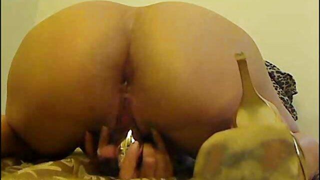 Keylla lệnh tên nô lệ để mông của mình. sex phu de nhat ban